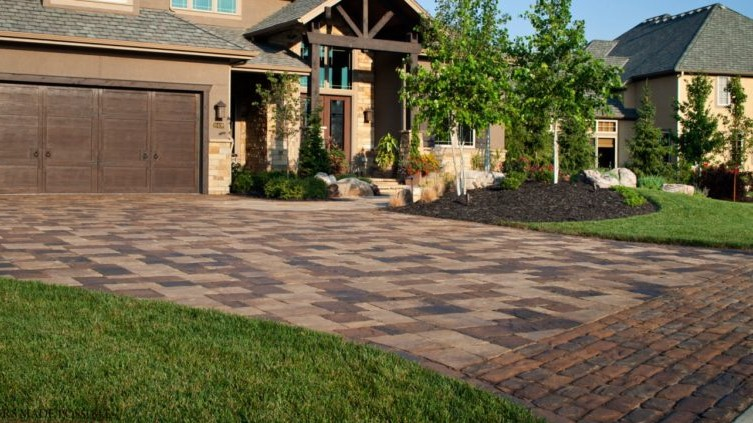 How to Choose a Driveway Pavement That Matches the Exterior of Your Home